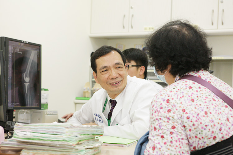 National Cheng Kung University dean intimate look orthopedic clinic